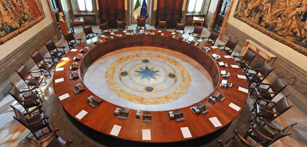 pasqua rosso come natale - tavolo del parlamento