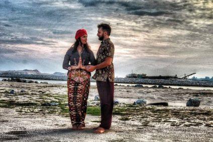 Deborah-e-Riccardo-su-una-spiaggia-indiana