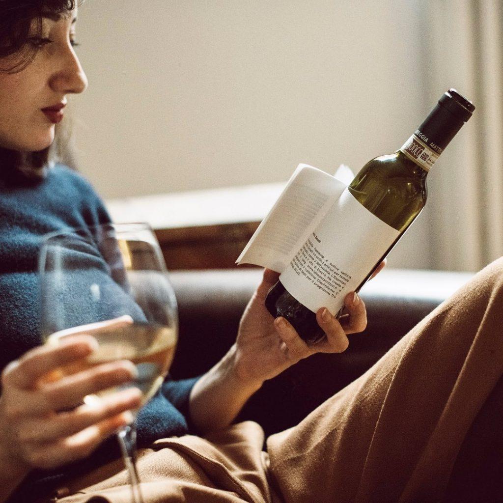 Librottiglia - Nasce la prima bottiglia con libro incorporato (Facebook)