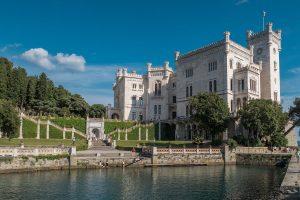 Parco di Miramare - Castello con lago dei cigni