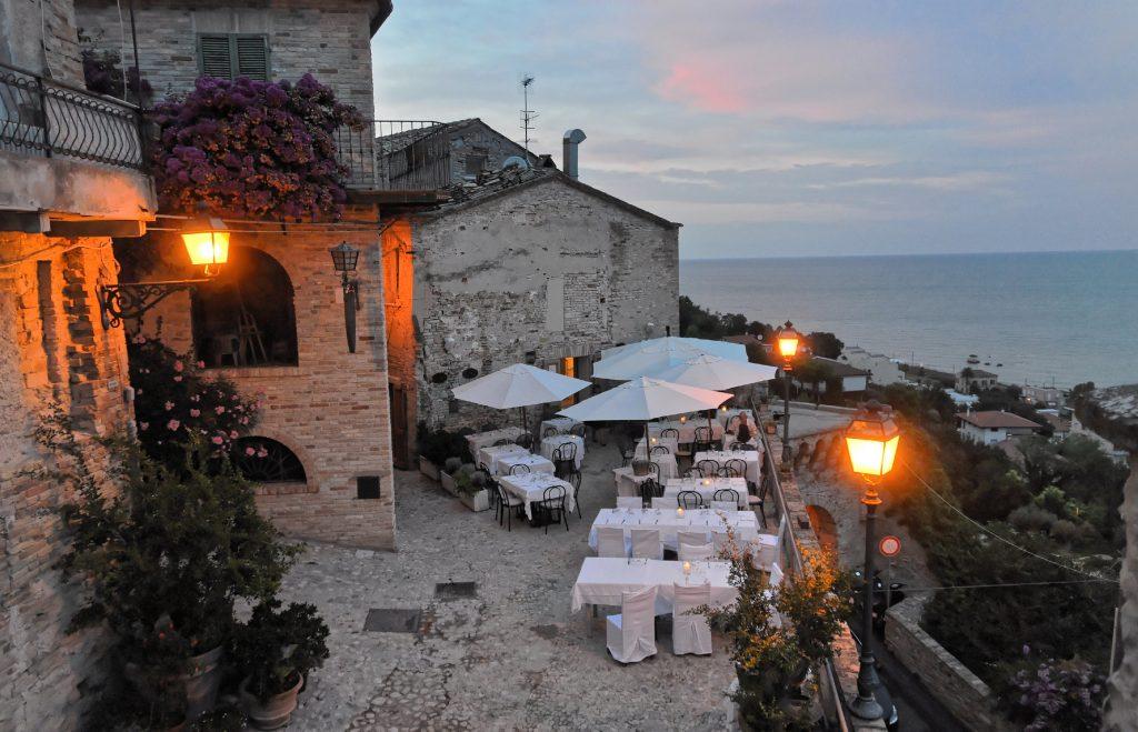 Grottammare - Scorcio del borgo con vista panoramica (Ra Boe / Wikipedia)