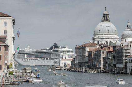 Le navi da crociera alla laguna di Venezia