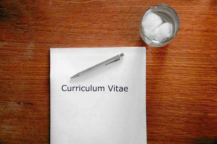 Curriculum dello studente - tavolo con cv