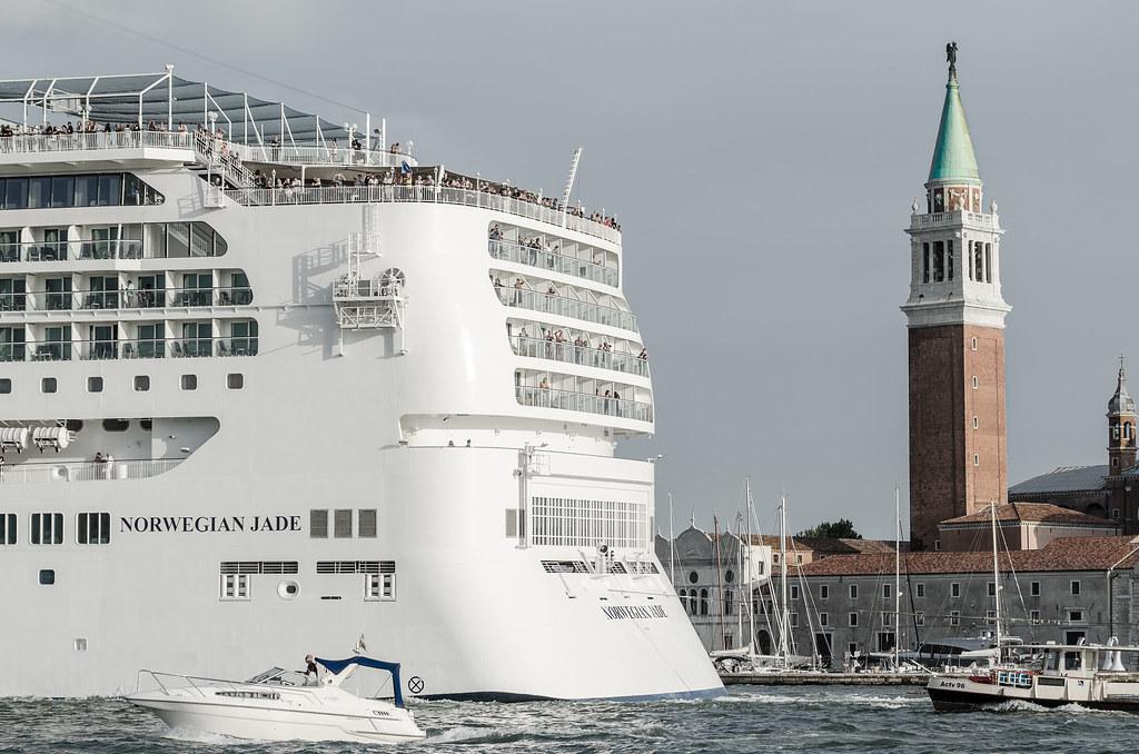 Laguna di Venezia - nave nel canale di venezia