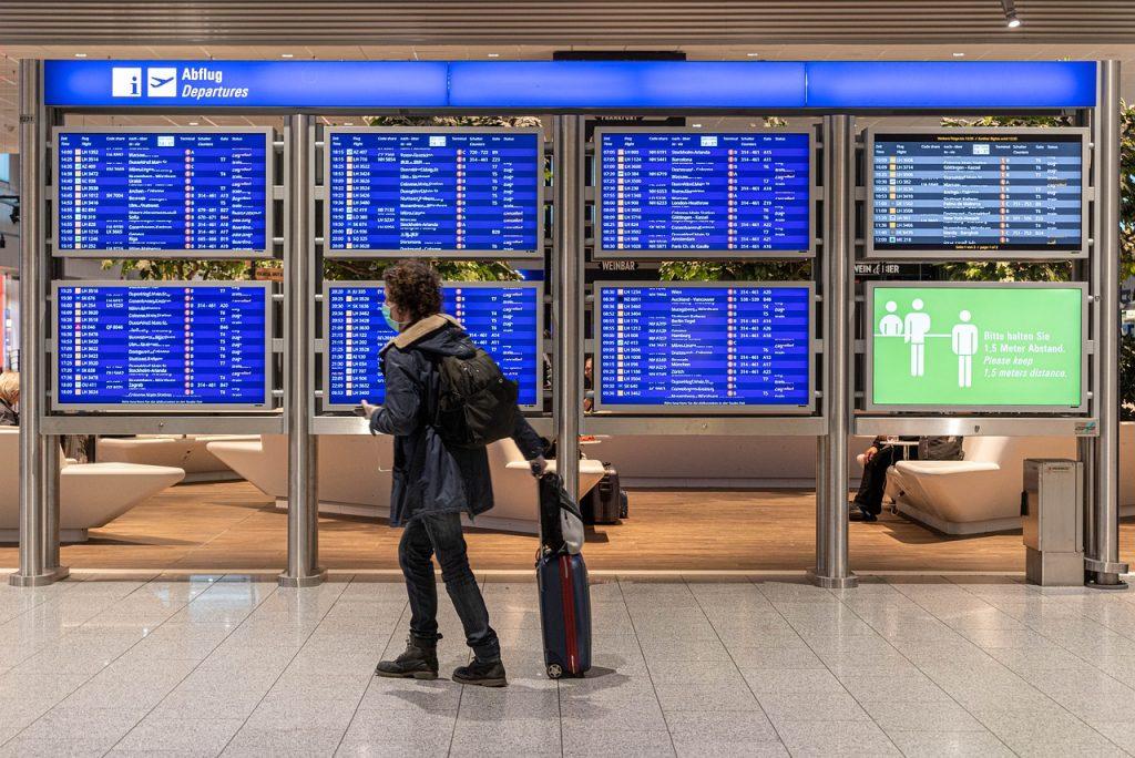 Quarantena - ragazzo in Aeroporto