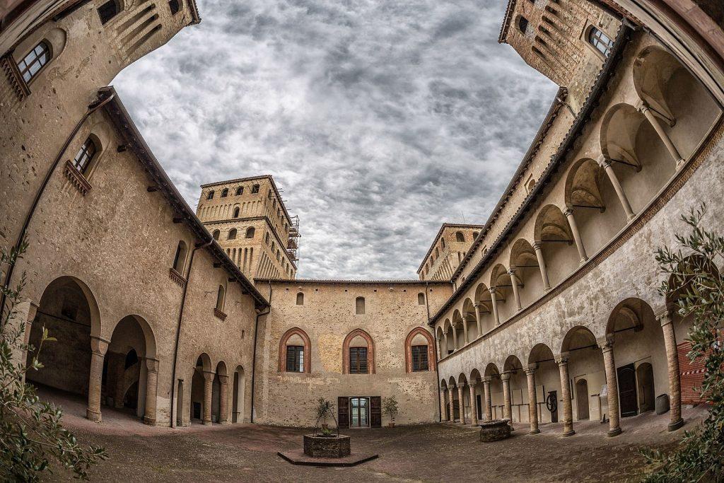 Castello di Torrechiara - Corte d'onore
