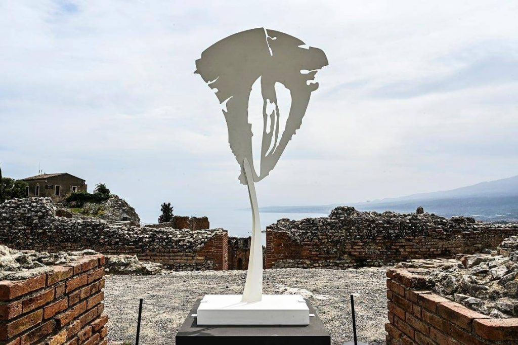 Pietro Consagra - Piano sospeso Bianco al Teatro Antico di Taormina