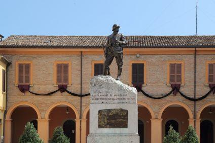 San Giovanni in Marignano - Statua Torquato Tamagnini
