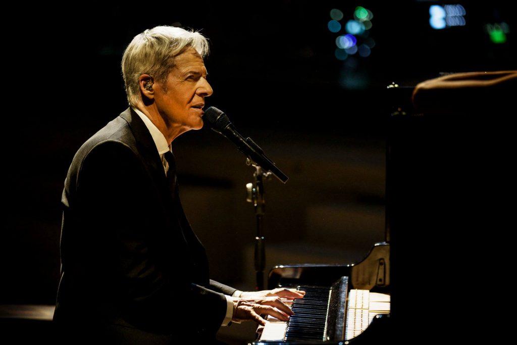 Claudio Baglioni al piano