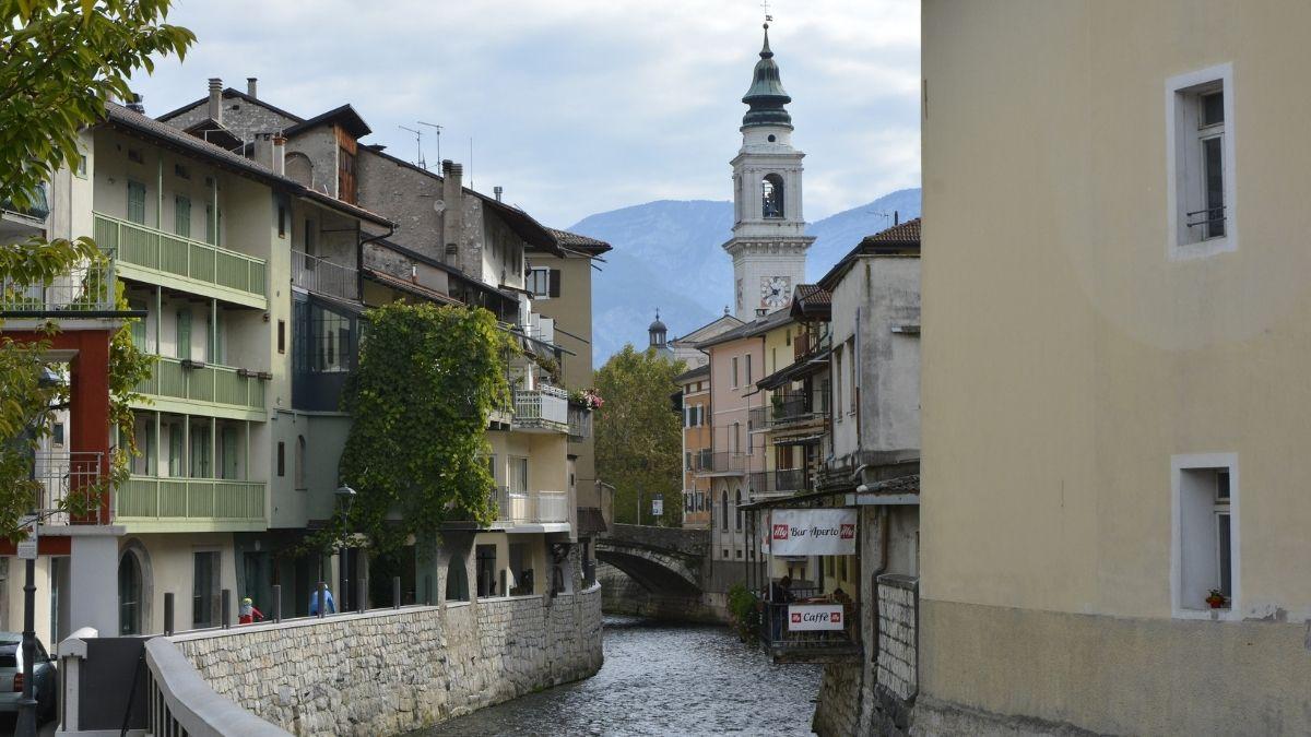 Borgo Valsugana - Case e palazzi affacciati sul fiume Brenta