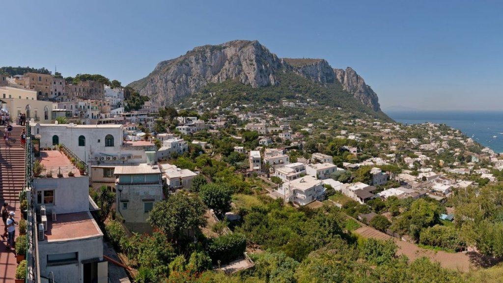 Capri Covid-free - Veduta panoramica dal bevedere del centro di Capri (Paolo Costa Baldi | Wikipedia) GFDL/CC-BY-SA 3.0