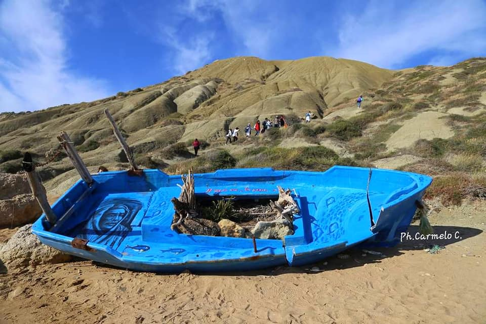 Barca abbandonata a Punta Bianca