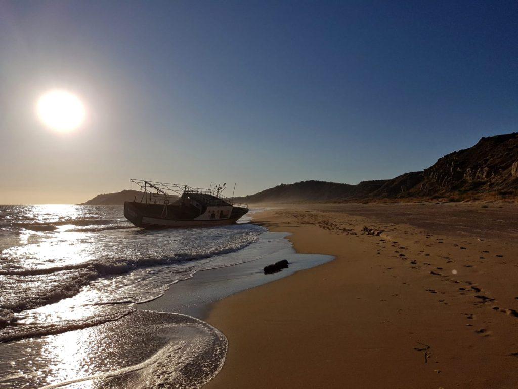 Torre Salsa al tramonto con barca