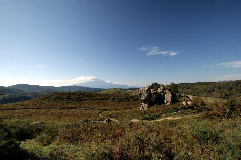 Argimusco - Vista dell'Etna