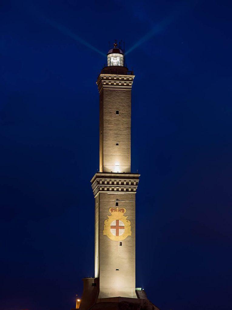 Lanterna di Genova in notturna
