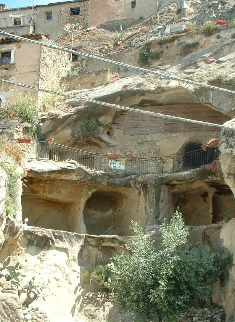 vista delle grotte di Sperlinga