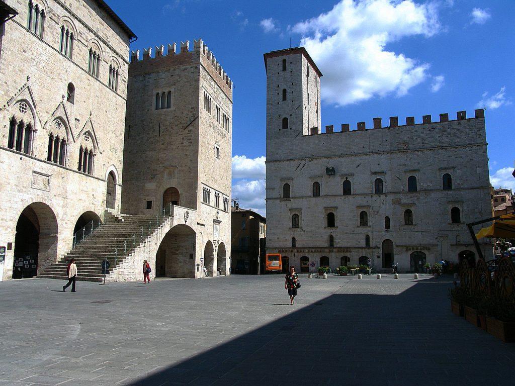 Todi città medievale - la piazza di todi