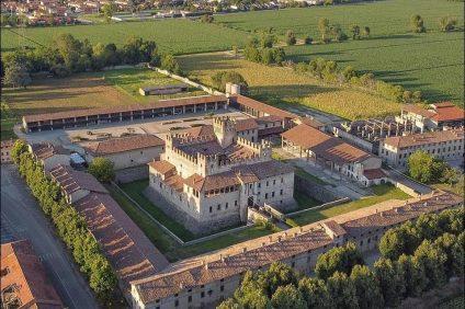 Vista dall'alto del Castello di Malpaga