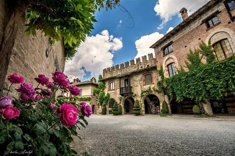 castello grazzano visconti-villaggio neomedioevale