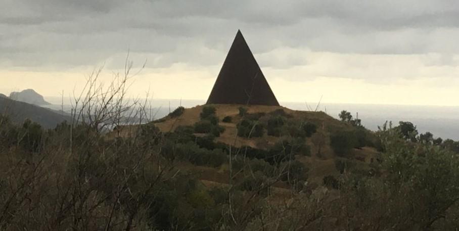 Fiumara d'Arte Piramide 38°parallelo