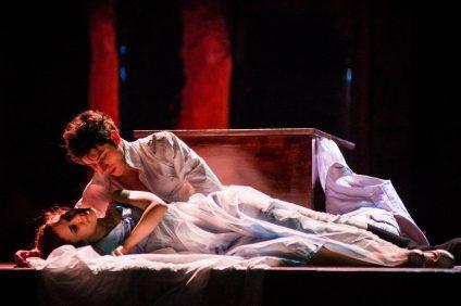 Matteo Vignati e Mimosa Campironi nei panni di Romeo e Giulietta al Gigi Proietti Globe Theatre