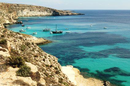 Il mare di Lampedusa e la sua costa