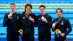 Nuoto azzurro nella storia - la squadra sul podio