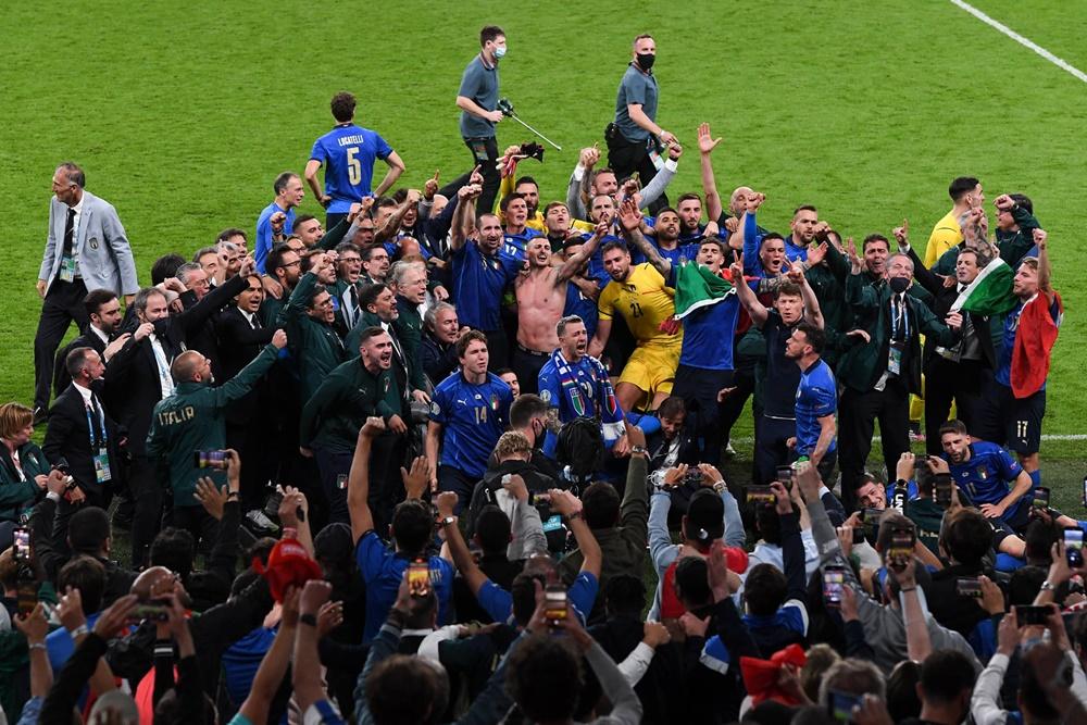 Azzurri campioni d'Europa - foto dopo il trionfo