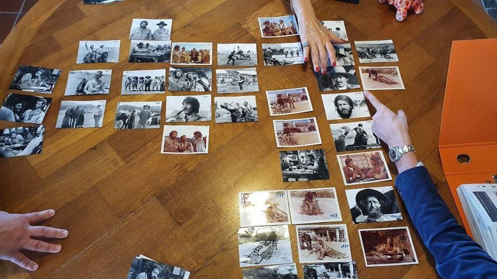 rocca delle macie - fotografie sul tavolo