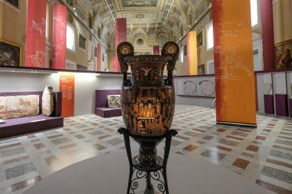 Allestimento per le aperture serali al museo di Napoli