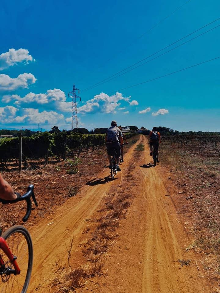 itinerario in bici Roma - San Felice Circeo - ciclisti nel giorno dell'inaugurazione