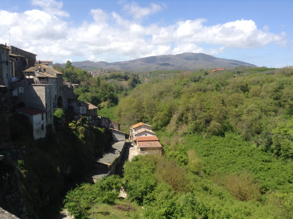 Vignanello - Veduta dei Colli Cimini dal Ponte della Fontana
