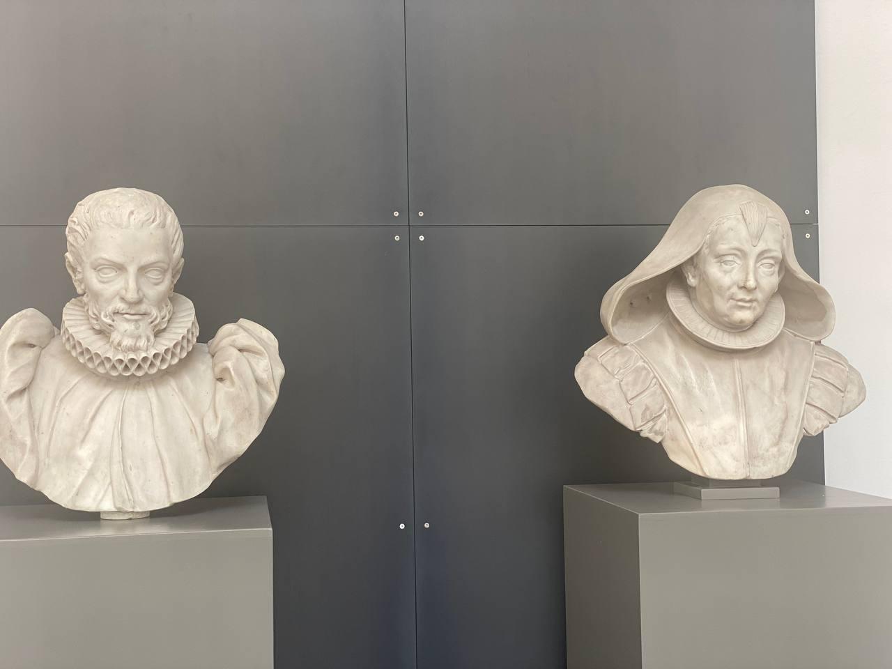 I due busti dei coniugi Genitle