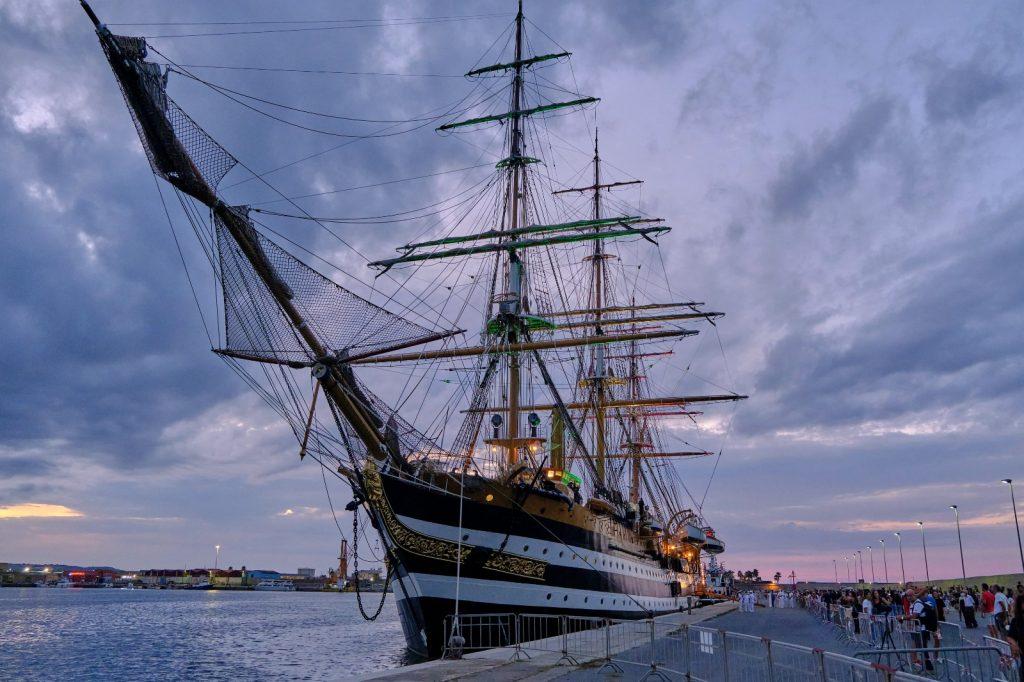 particolare della nave scuola Amerigo Vespucci