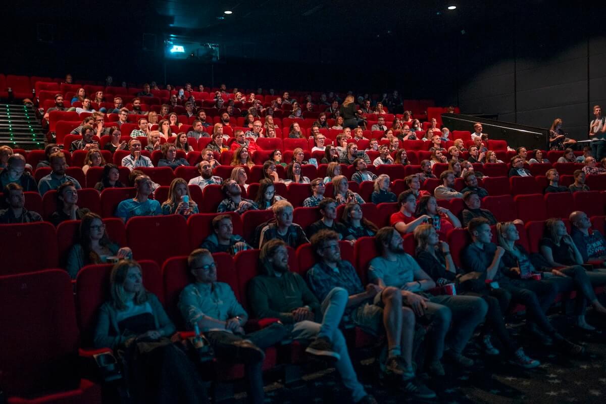 Decreto capienza - cinema pieno di spettatori