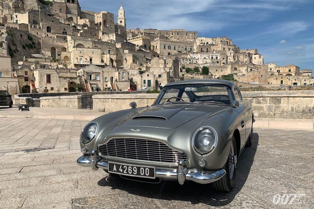 No Time to Die - la Aston Martin di James Bond a piazza duomo a Matera