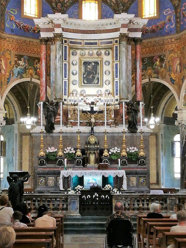 altare della basilica madonna di pompei
