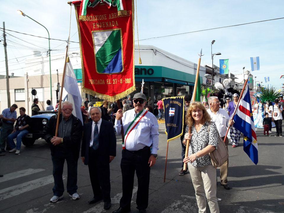 Asociación Abruzzese - Desfile de colectividades de Ensenada