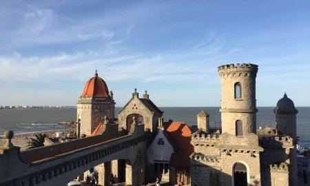 Torreón del Monje - El Torreón del Monje es uno de los mas importantes referentes edilicios de la ciudad de Mar del Plata que hace a la identidad paisajista en un marco oceánico.