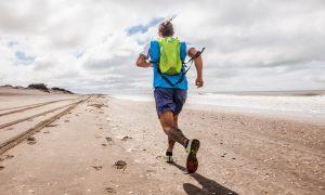 Corredor en las playas marplatenses. PhotoCredit: FactorRunning.