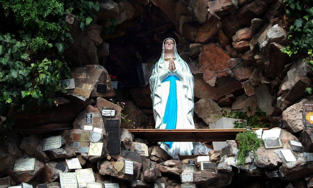 Gruta De Lourdes - Santuario réplica del de Francia, ubicado en Mar del Plata.
