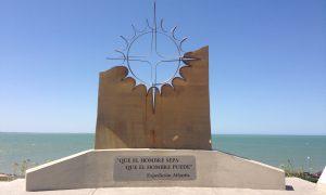 Expedición Atlantis - Monumento ubicado en Mar del Plata.
