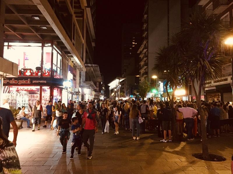 Calles para Pasear - Peatonal San Martín de noche.