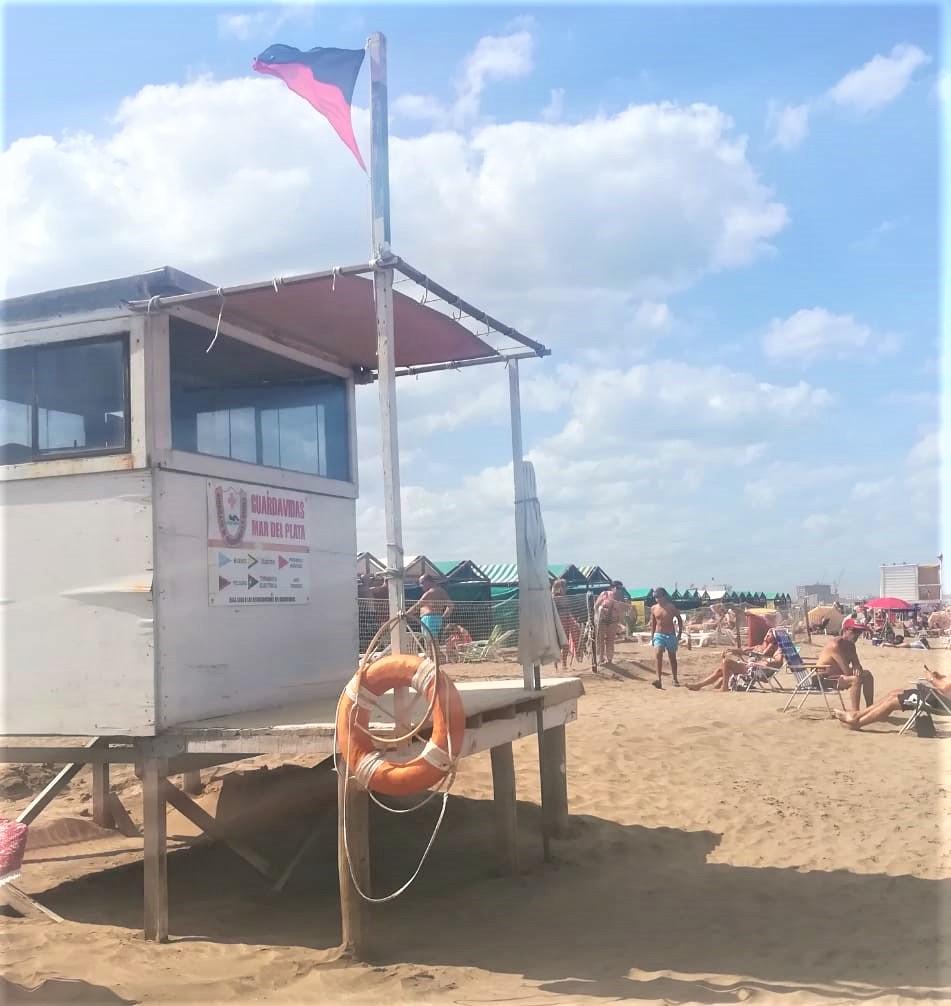 Banderas en la playa - Bandera Roja Y Negra