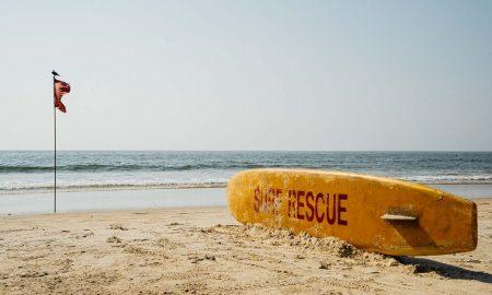 Banderas en la playa - Bandera Y Tabla De Surf