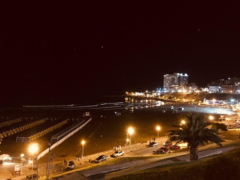 Playa Varese - La playa de Noche En Temporada