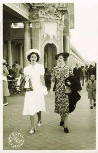 Fotos de Familia - Damas paseando por Mar del Plata