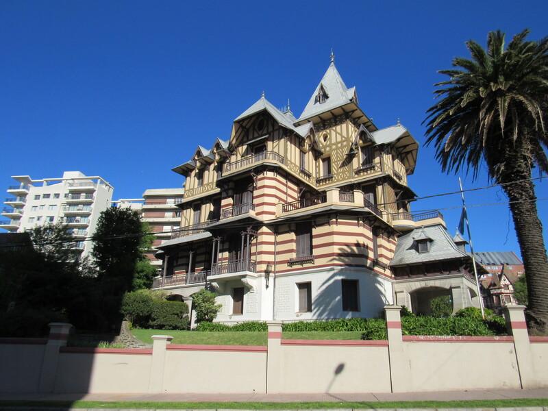 Provincia de Buenos Aires - Villa Ortiz Basualdo Monumento Historico.
