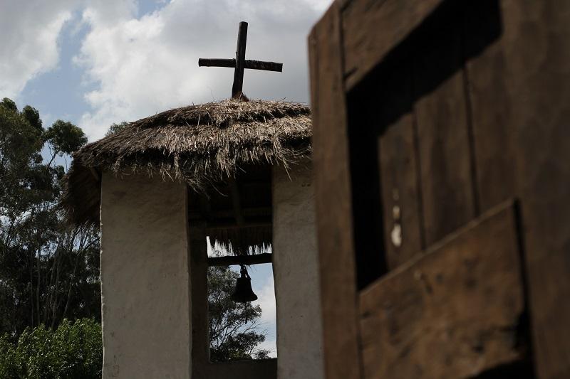 Autóctonas - Campanario De La Iglesia.