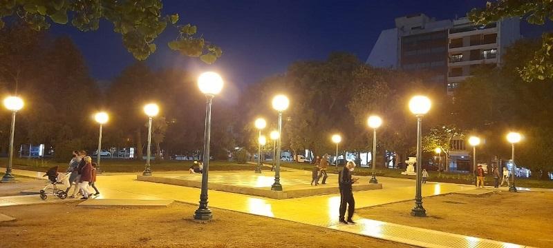 Plaza - Plazoleta Con Farolas.